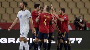 Los jugadores de España celebran uno de los goles anter Kosovo