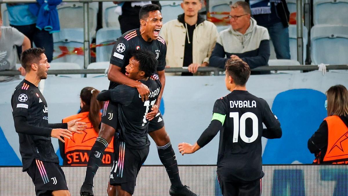 Alex Sandro festeja el primer gol de la Juventus en el campo del Malmö