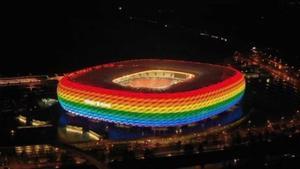 El Allianz Arena, iluminado con la bandera arcoiris