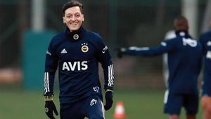 Özil ya se ejercitó con su nuevo equipo