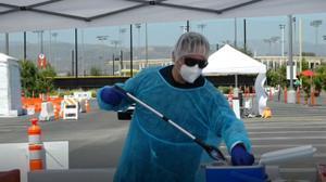 Moderna espera producir mil millones de dosis anuales de vacuna de COVID-19