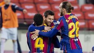 Araujo, Messi y Mingueza, celebrando un gol