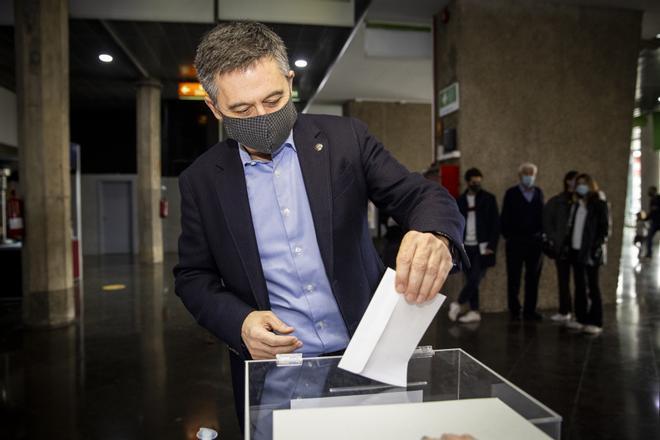El ex presidente, Josep Maria Bartomeu se acercó hasta el Camp Nou para votar