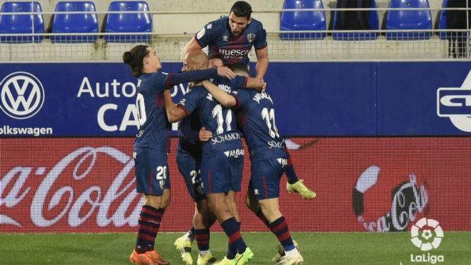 Los jugadores del Huesca celebran un gol