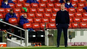 Ronald Koeman dirigiendo uno de sus últimos partidos en el banquillo del Barça