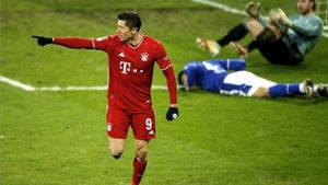 Lewandowski celebrando el segundo gol del partido