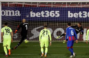 Dmitrovic transformó el penalti ante el Atlético