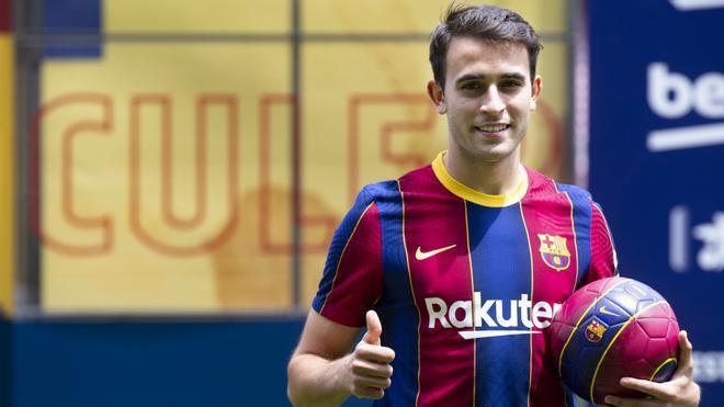 Eric Garcia pisa como azulgrana el césped del Camp Nou