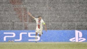 Marquinhos batió a Neuer y puso el gol de la tranquilidad