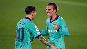 Messi y Griezmann celebran un gol con el Barça