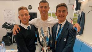 Arthur, con Cristiano y Dybala y el título recién conseguido