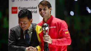 Rafa, con su trofeo de MVP de la Copa Davis 2019