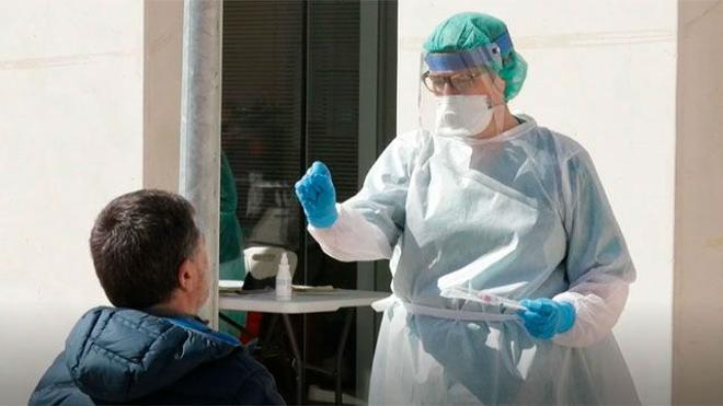 El Gobierno planea ya una campaña de test masivos y aislar a asintomáticos