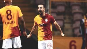 Euforia, emoción y hasta lágrimas: la reacción de Arda Turan tras marcar al Besiktas y seguir peleando por la liga