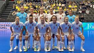 Las jugadoras de la selección española, antes de golear por 0-7 a Suecia