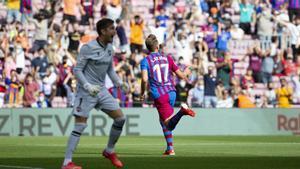 Luuk de Jong celebra su primer gol con la camiseta del Barça