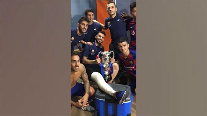 Esquerdinha celebró la Supercopa con la pierna vendada