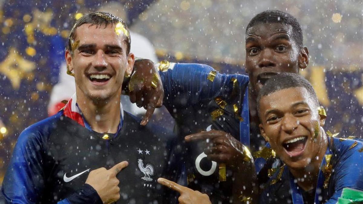Griezmann, celebrando el título con sus compañeros