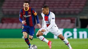 Messi y Mbappé, durante el Barça-PSG