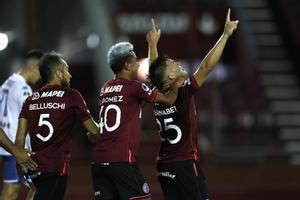 Un momento del partido entre Vélez y Lanús