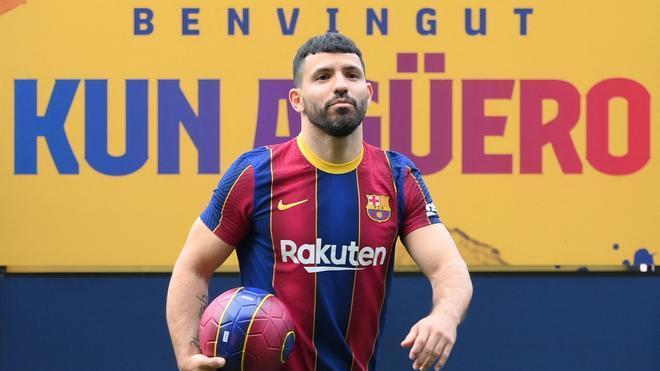 Las primeras imágenes del Kun con la camiseta del Barça