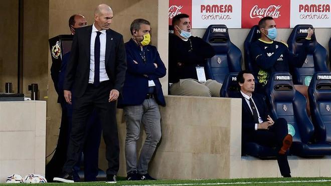 Zidane empieza a estar incómodo en el banquillo madridista