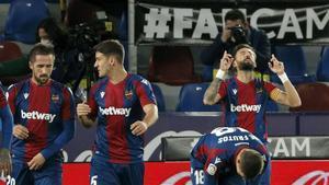 Morales celebra uno de sus goles mirando al cielo