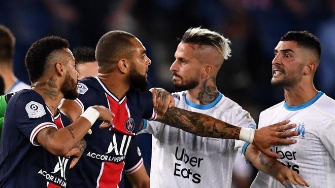 Momento de la pelea que se organizó al final del partido