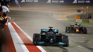 Hamilton y Verstappen han protagonizado una carrera espectacular
