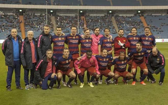 La expedición del FCB Legends. El equipo barcelonista se ha impuesto al Real Madrid en el clásico jugado en Riad