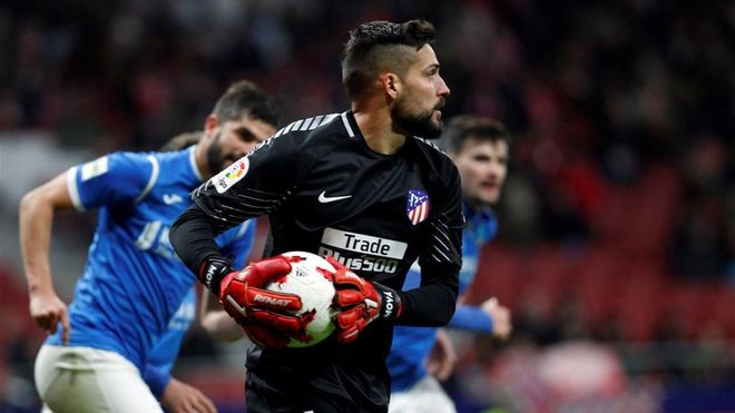 Moyá durante un juego con el Atlético de Madrid