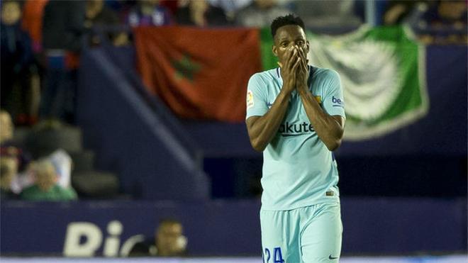 LALIGA   Levante - FC Barcelona (5-4): Yerry Mina, retratado en los cinco goles recibidos