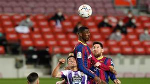 Ousmane Dembelé y Leo Messi en el partido de LaLiga entre el FC Barcelona y el Valladolid disputado en el Camp Nou.