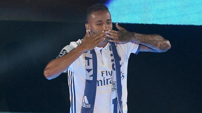 Danilo, durante las celebraciones del Real Madrid tras ganar la Champions 2016/17