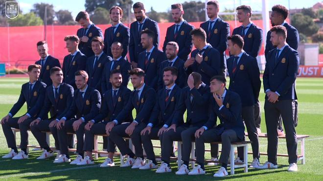 La selección se hizo la foto oficial con el traje de la Eurocopa
