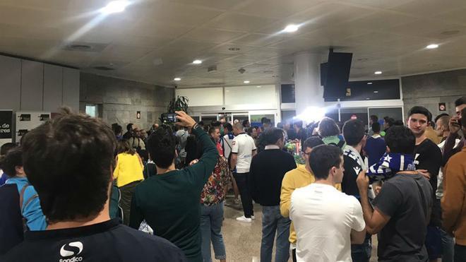 Unos 200 aficionados dan la bienvenida a Lucas en su regreso al Dépor