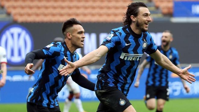 Lautaro (izquierda) celebrando el gol de Darmian (derecha)