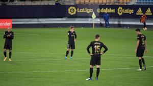 Jugadores del Barça tras el segundo gol en Cádiz