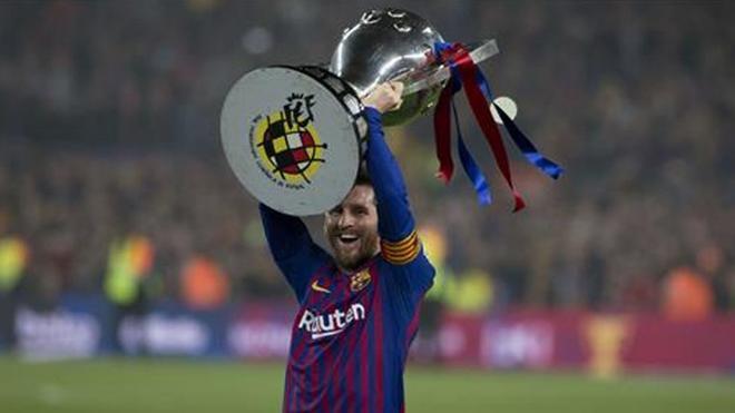 Leo Messi con el título de Liga 2018-19, el décimo de esta competición en su palmarés