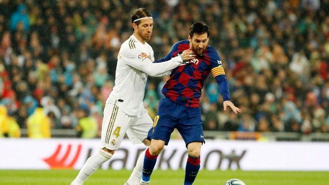 Messi y Sergio Ramos en el Clásico de la temporada pasada