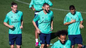 Bale y Hazard escoltan a Benzema en un entrenamiento