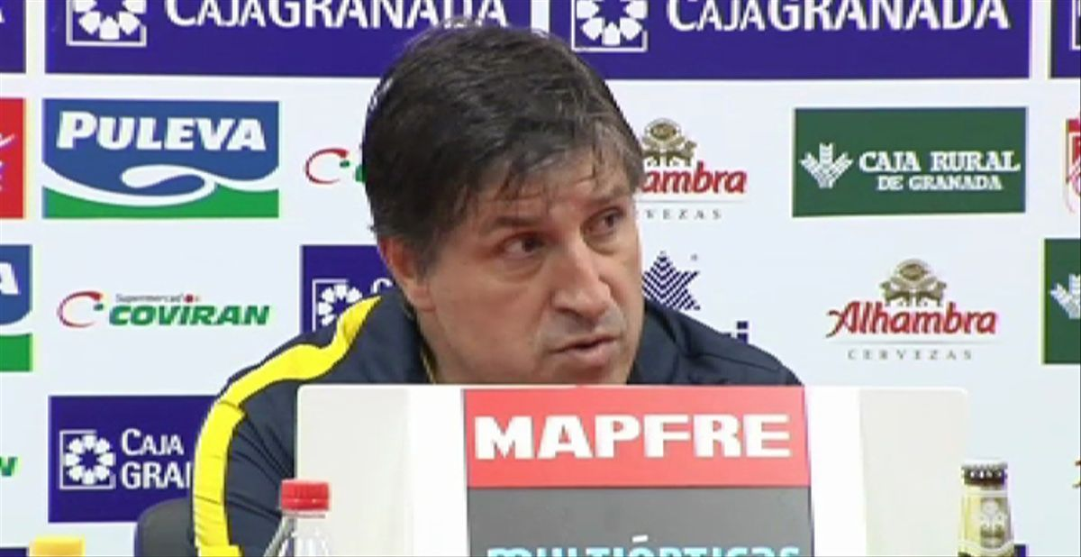 Roura destaca a sus jugadores tras el triunfo en Granada
