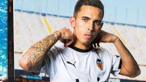 Oliva posa como nuevo jugador del Valencia