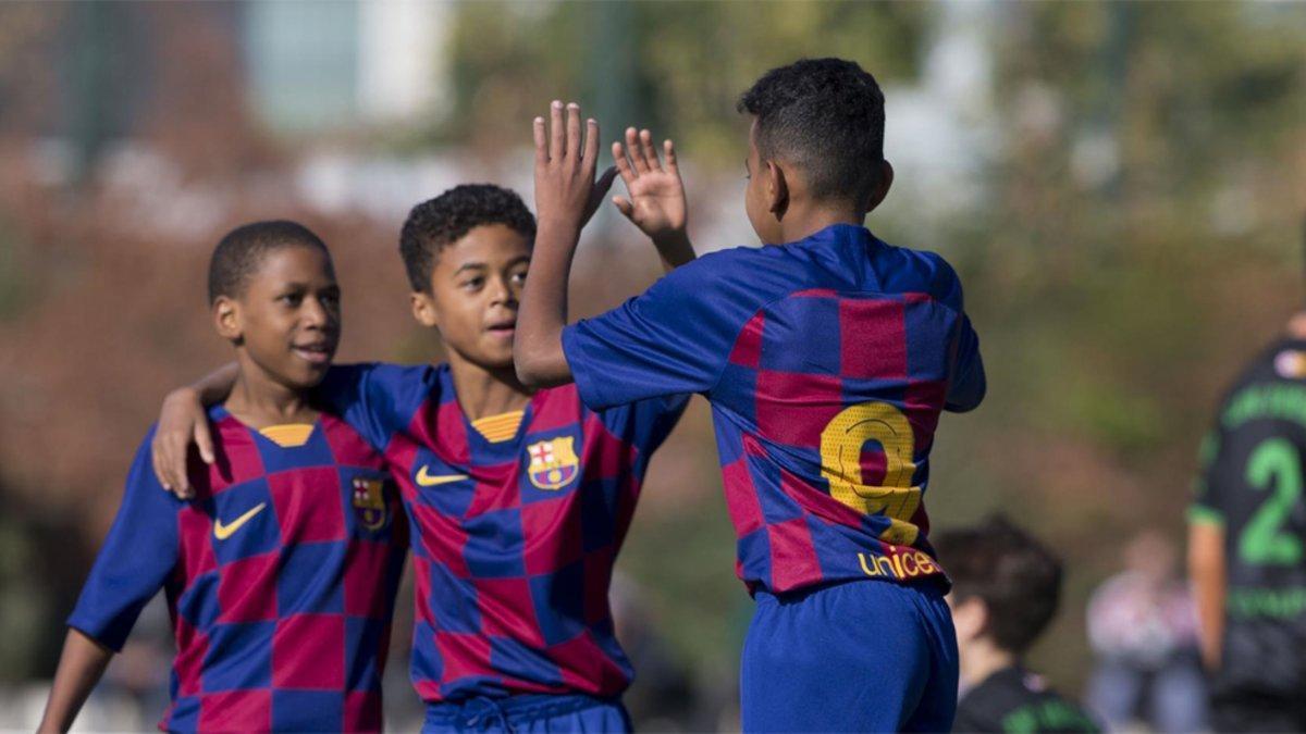 Sylla, Kluivert y Lamine Yamal celebran un gol