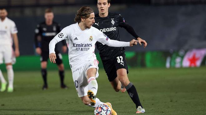El palo evitó el gol de Modric ante el Monchengladbach