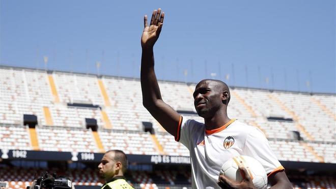 Mangala entiende que su etapa en el Valencia ya ha terminado