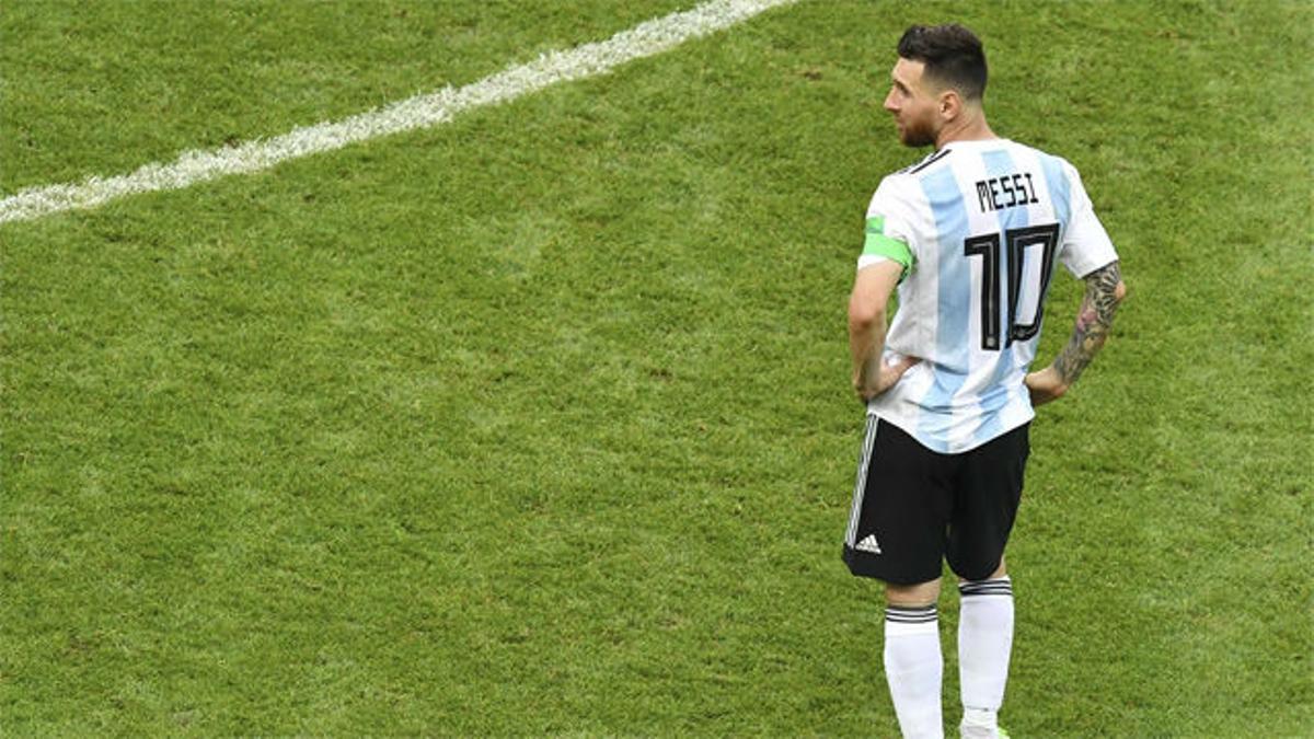 Hoy hace 13 años, Messi debutó con Argentina. Duró 40 segundos en el campo