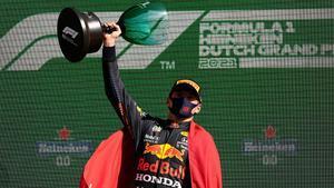 Verstappen, en el podio de Zandvoort