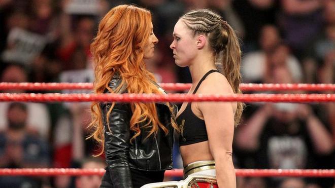 Becky Lynch y Ronda Rousey