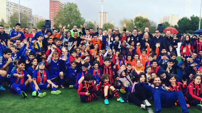 Foto de familia de los participantes en la II Día del Fútbol Inclusivo